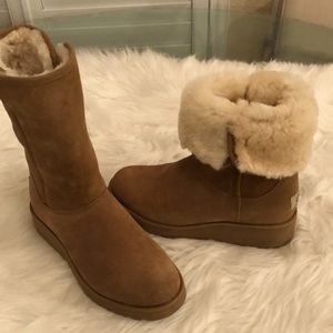 UGG AMY BOOT CHESTNUT NWT SZ 9 NEVER WORN
